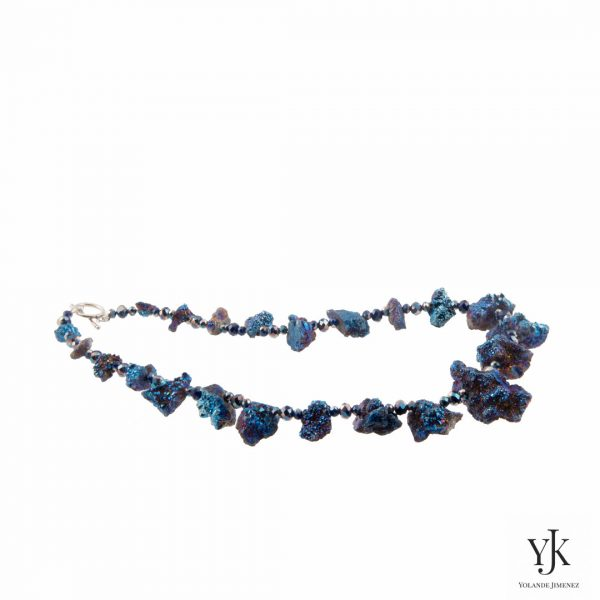 Amora Blue Plated Rough Agate Necklace-Halsketting van blauwe 'plated' ruwe agaat