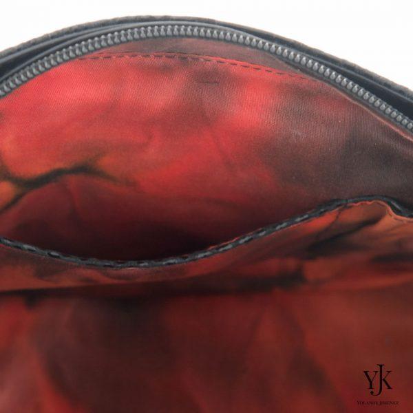 Amora Jewel Leather Handbag Black-Handtas van zwart leer, decoratie en handbeschilderde voering.