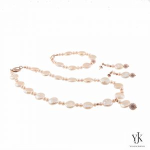 Izarra Pale Pink Coin Pearl Jewelryset-Jewelryset made of coin pale pink freshwater pearls and swarovski.