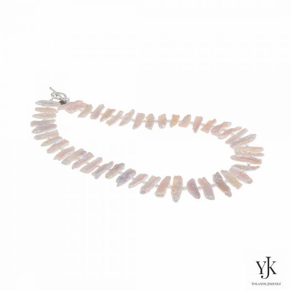Izarra Rosy White Biwa Pearl Necklace-Halsketting van roze-witte parels