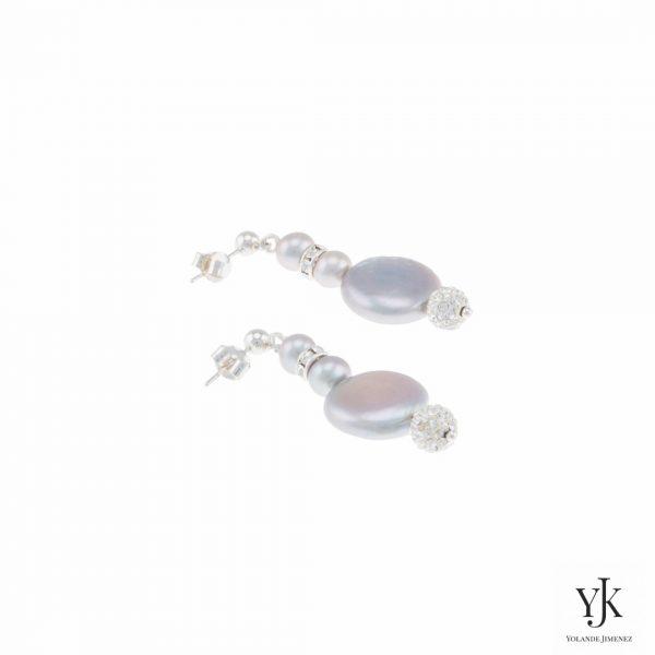 Izarra Silver Grey Coin Pearl & Swarovski Earrings-Oorbellen van zilvergrijze parels en Swarovski