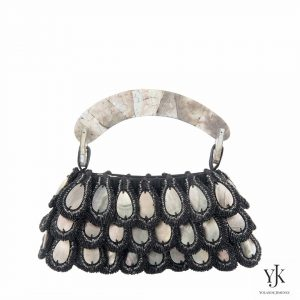 Mariposa Evening Bag Black Lip-Avondtas van Black Lip Shell en satijn.
