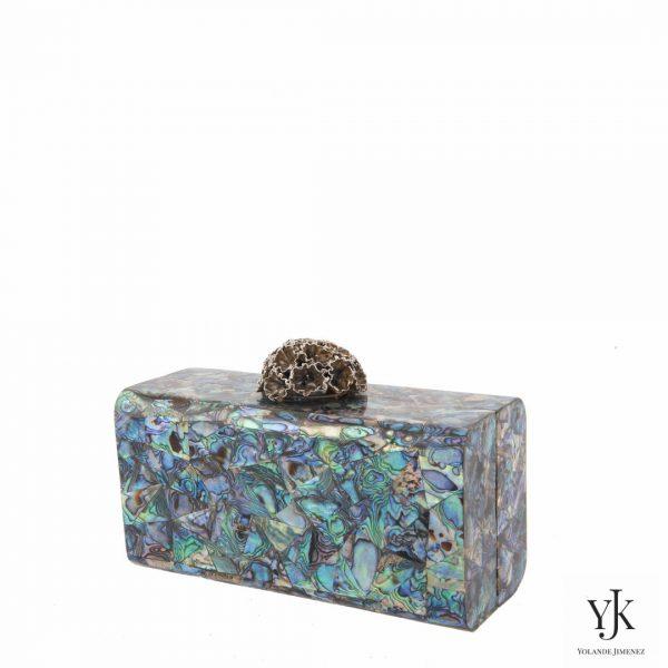 Serena Paua Shell Brass Box-Clutch met messing decoratiesluiting en Paua Blue Shell.
