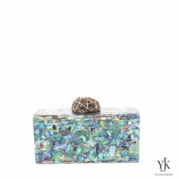 Serena Paua Shell Box-Clutch met messing decoratiesluiting en Paua Blue Shell.