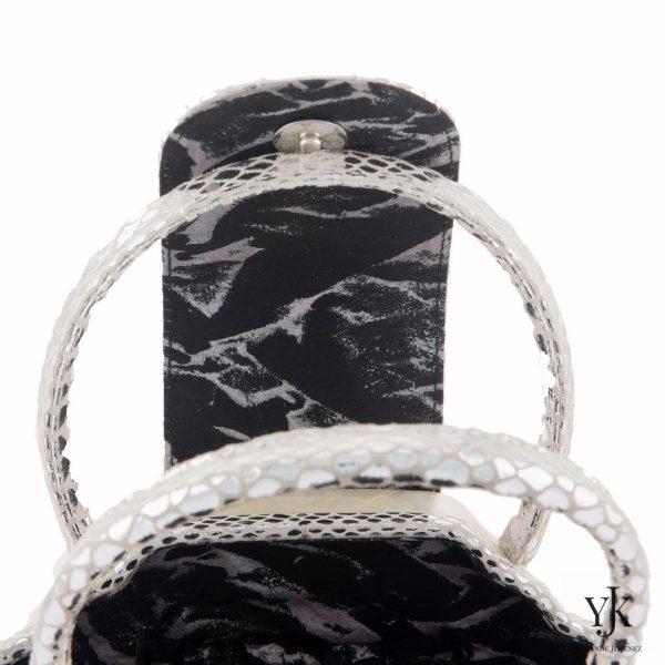 Serena Handbag Silver-Handtas van Capiz, zilver leer en handbeschilderde zijden voering.