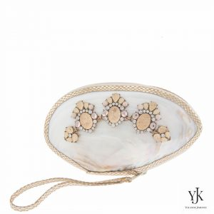 Serena Shell Clutch Gold Flower-Clutch made of a shell with strass decoration and handpainted lining.