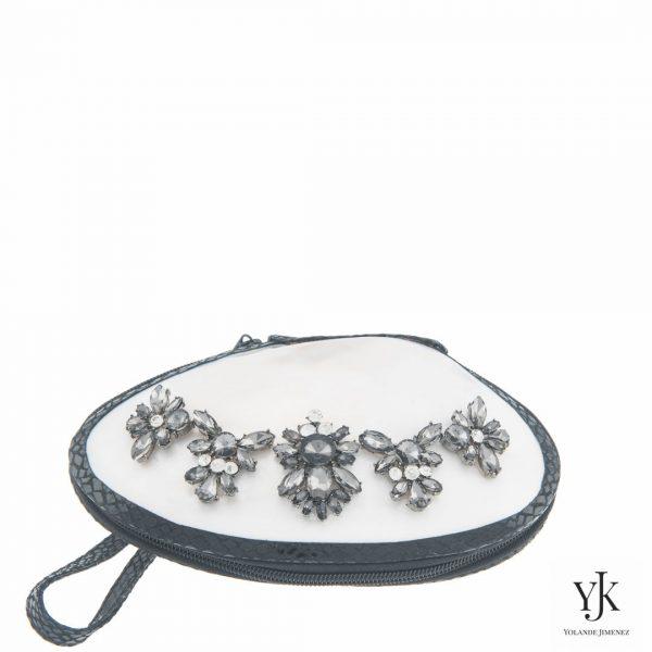 Serena Shell Clutch Silver & Black-Schelptas met decoratie, handbeschilderde voering.