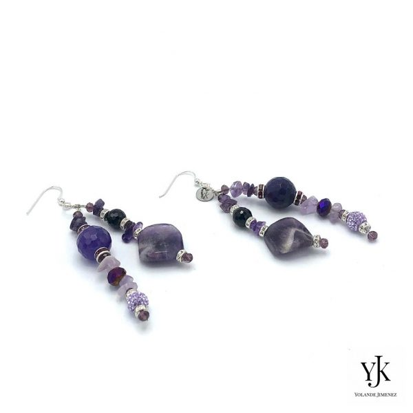 Amora Puple Amethyst & Black Agate Earrings-Oorbellen van paarse amethyst en zwarte agaat.