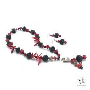 Amora Red Coral & Black Lava Jewelryset-Jewelry set made of black lava, coral and silver.