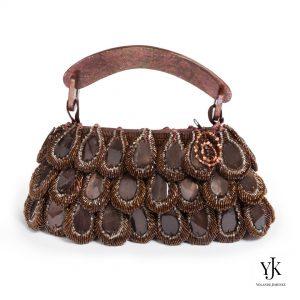 Mariposa Evening Bag Brown-Avondtas van bruin parelmoer en satijn.